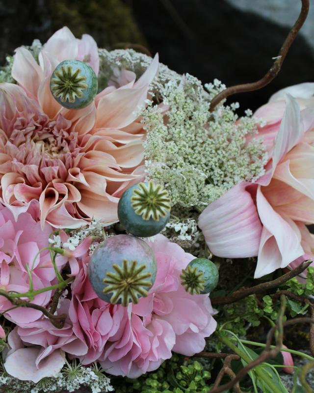Dahlia bouquet green ivory white with poppies